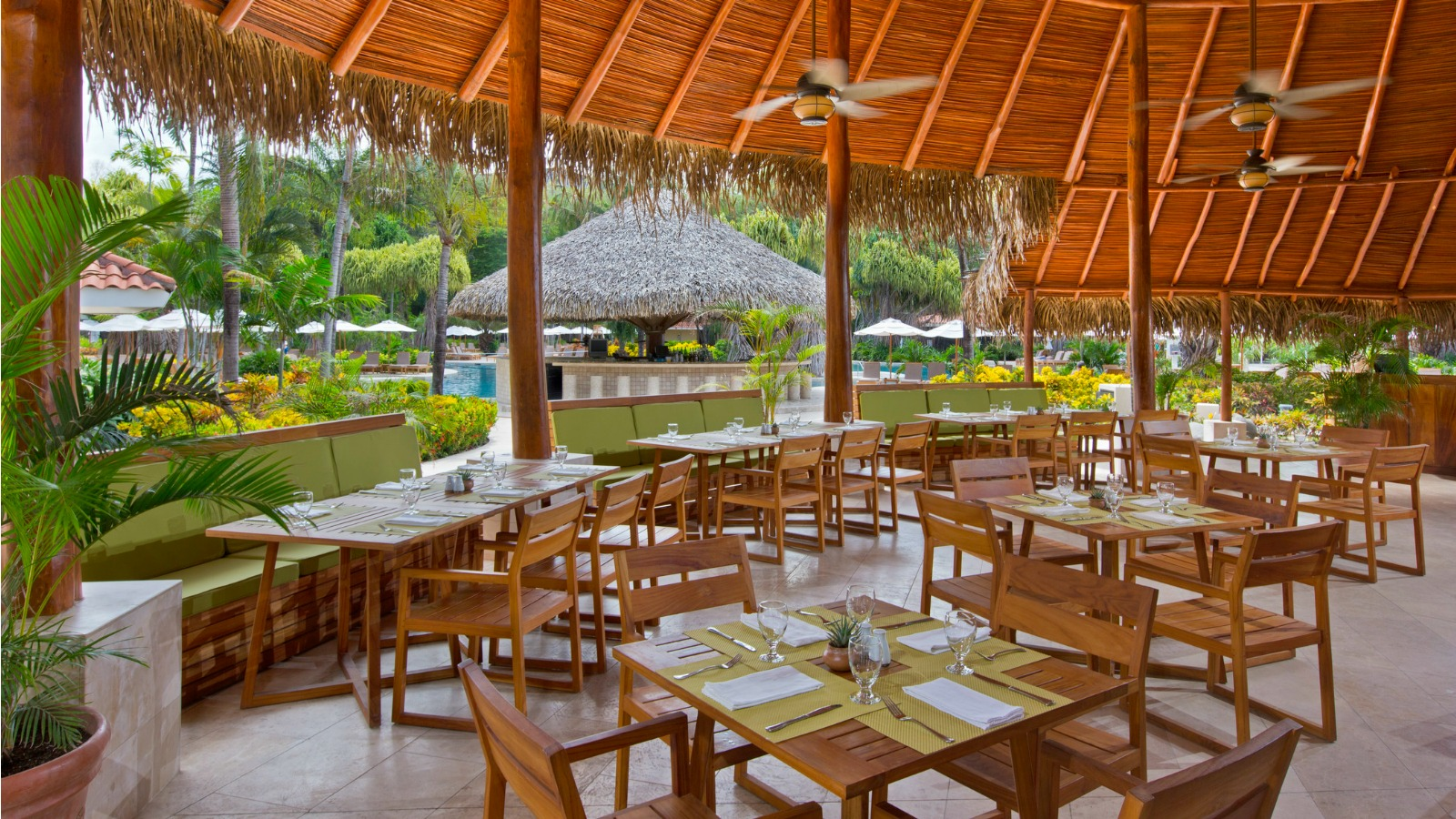 Caracola Poolside Restaurant
